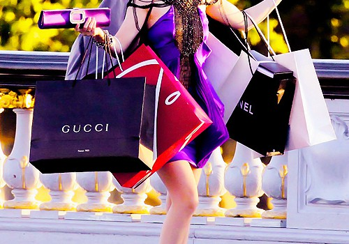 Woman-With-lots-of-shopping-bags-blair-waldorf-shopping-bags-shopping-spree