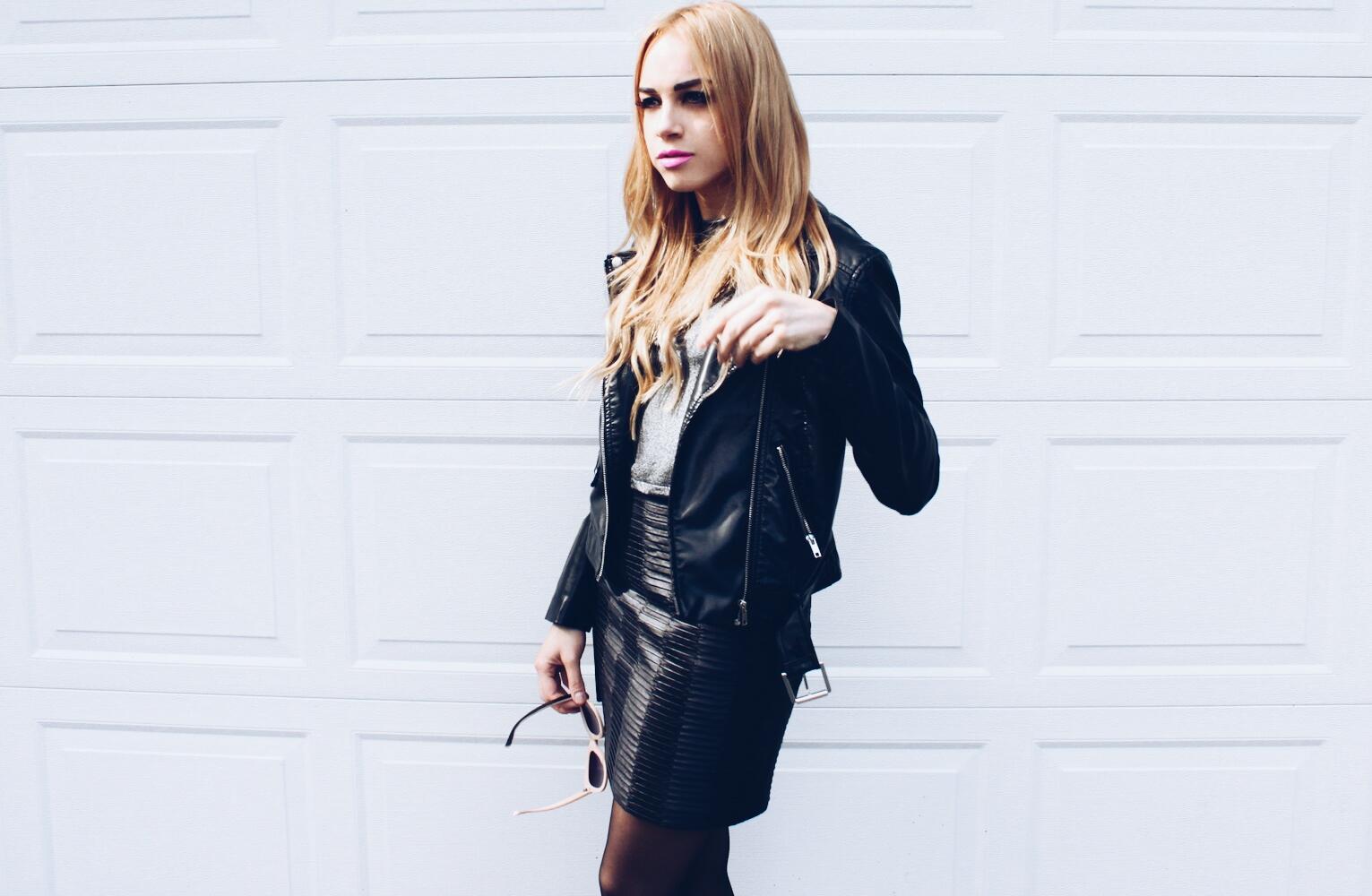 leather skirt |